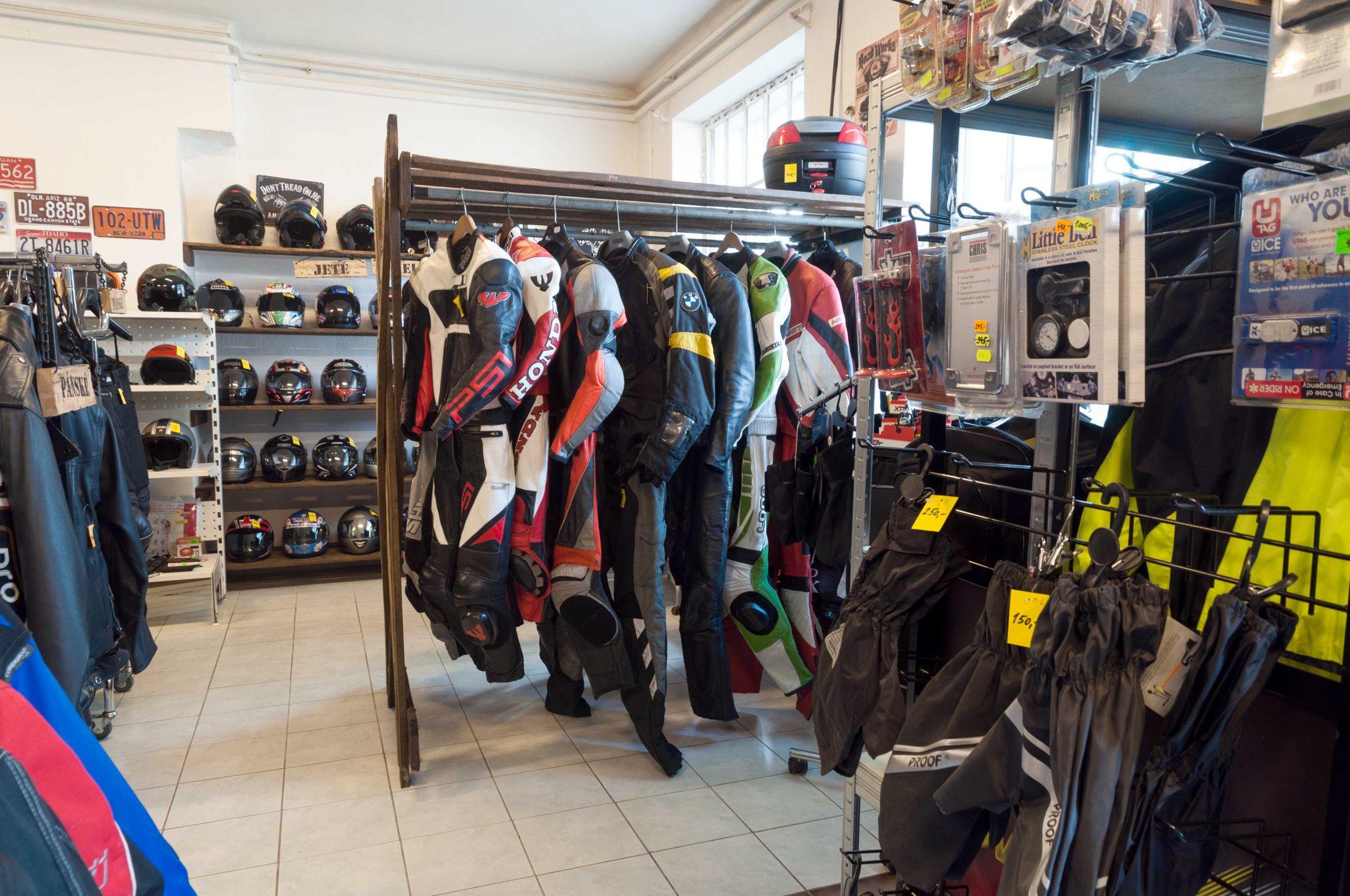 c1beb8953416 ... Motosekáč bazar s motorkářským oblečením ...